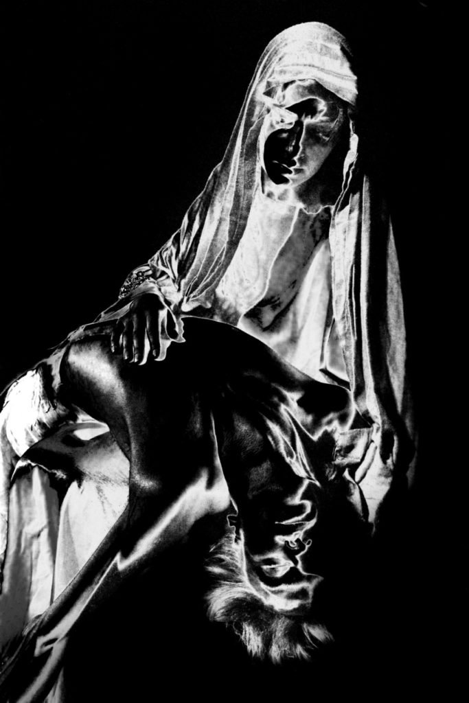 Esther_Segal-Pieta-blanche-photographie